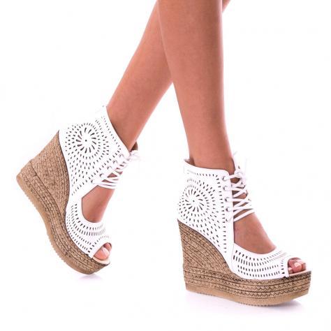 https://www.pantofi-trendy.ro/image/cache/data/!!!/00067/DSC_9419-1000x1000-1000x1000.jpg