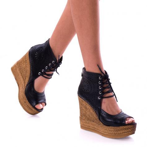 https://www.pantofi-trendy.ro/image/cache/data/!!!/00067/DSC_9556-1000x1000-1000x1000.jpg
