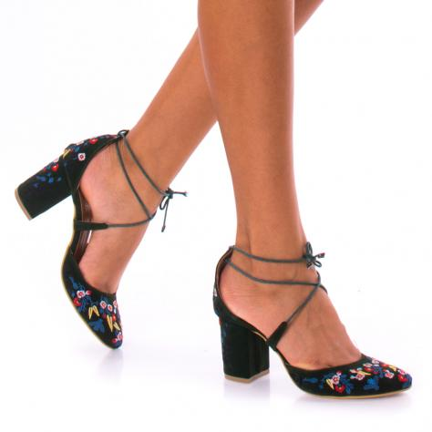 https://www.pantofi-trendy.ro/image/cache/data/zzzzzzzzzz82/!004/DSC_1074-1000x1000.jpg