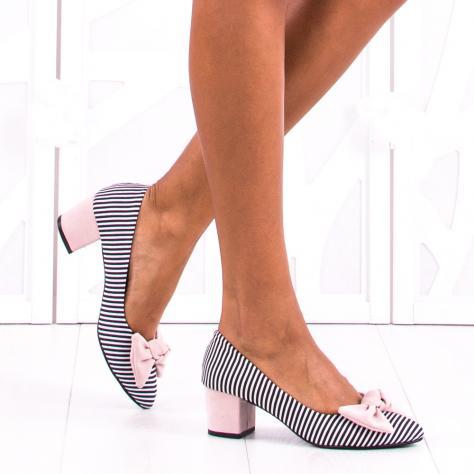 https://www.pantofi-trendy.ro/image/cache/data/zzzzzzzzzz82/!007/Studio_Session-497-1000x1000.jpg