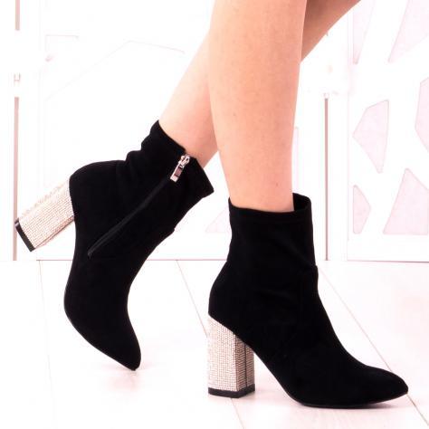 https://www.pantofi-trendy.ro/image/cache/data/zzzzzzzzzz82/!009/DSC_5303-1000x1000.jpg